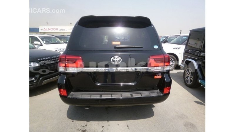 Big with watermark toyota land cruiser bumthang import dubai 2896